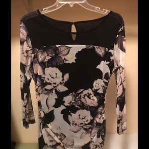 Stunning on blouse size med floral print